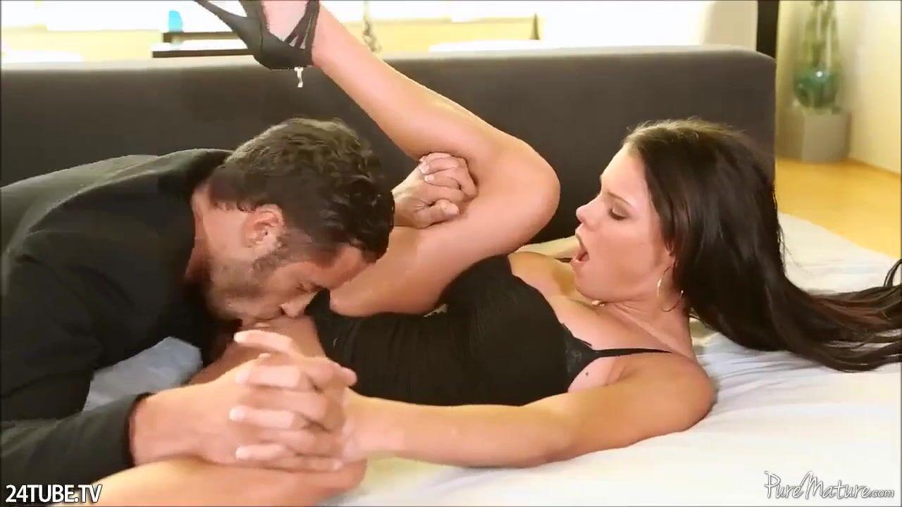 Видео трогающих член через штаны — 6