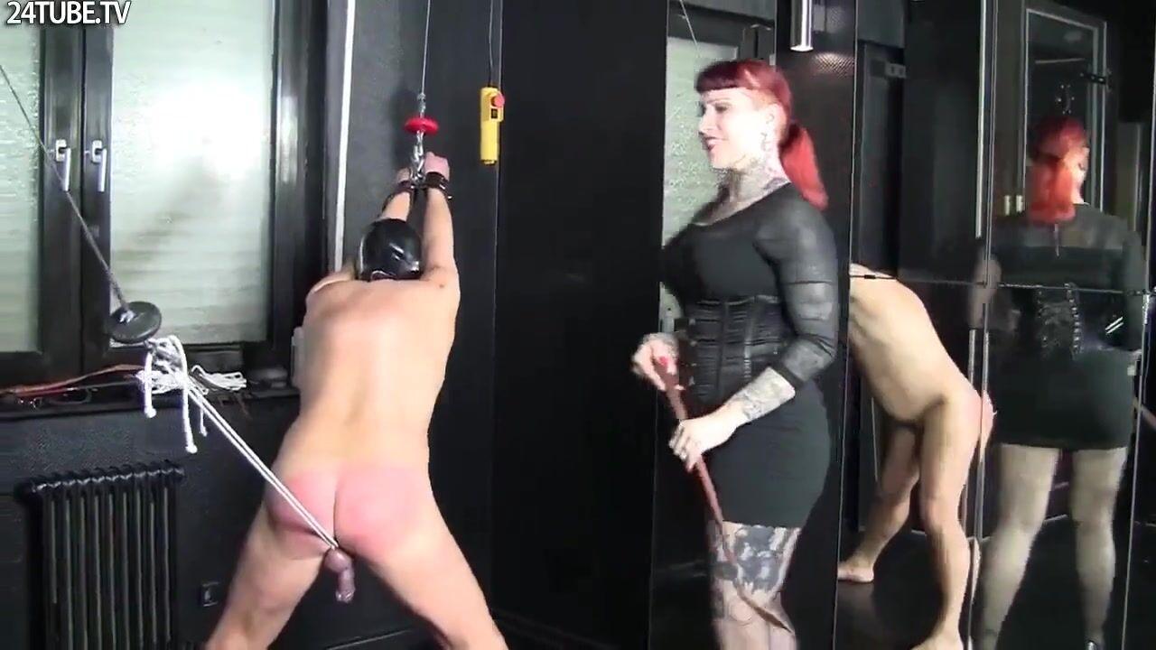 Немецкая госпожа в чулках порно