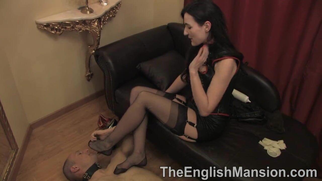 Рабыня целует пальчики ног своей госпожи смотреть бесплатно видео