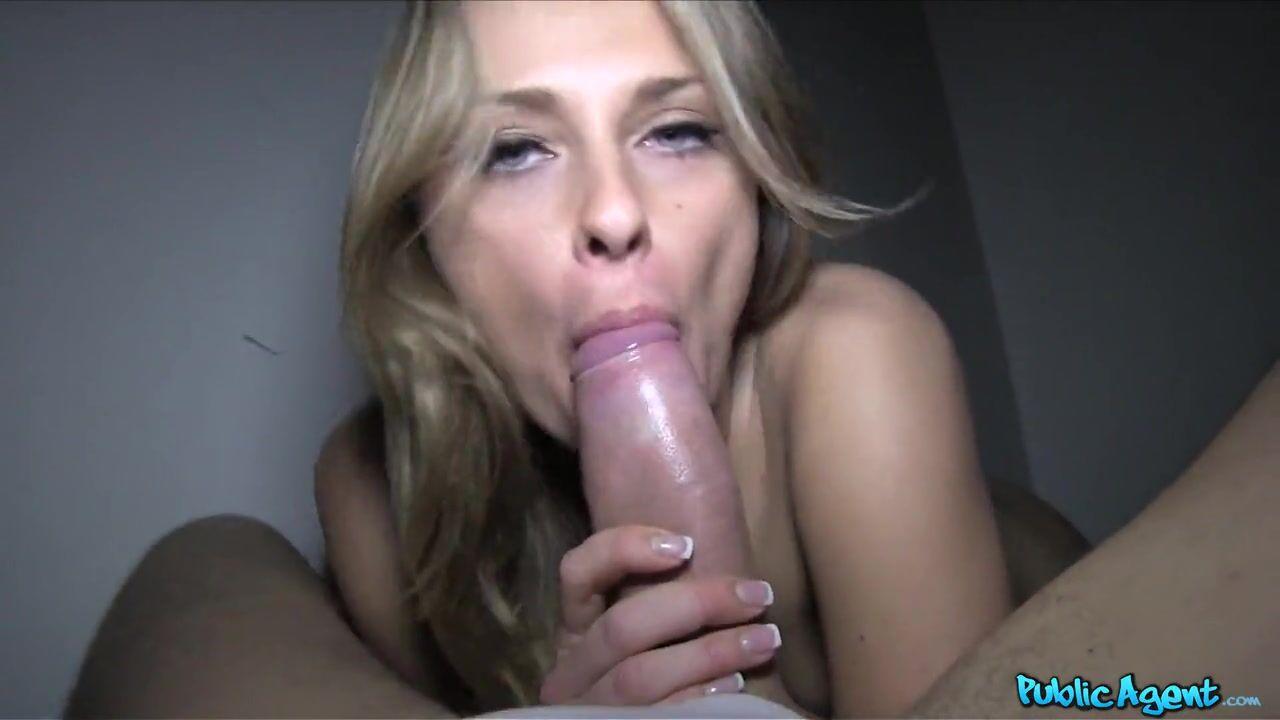 Смотреть онлайн порно блондинка сосет русским пикаперам