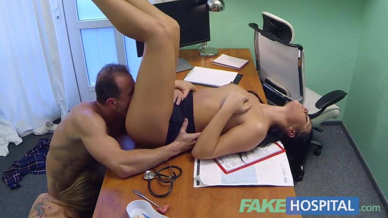 Порно видео в больнице втроем