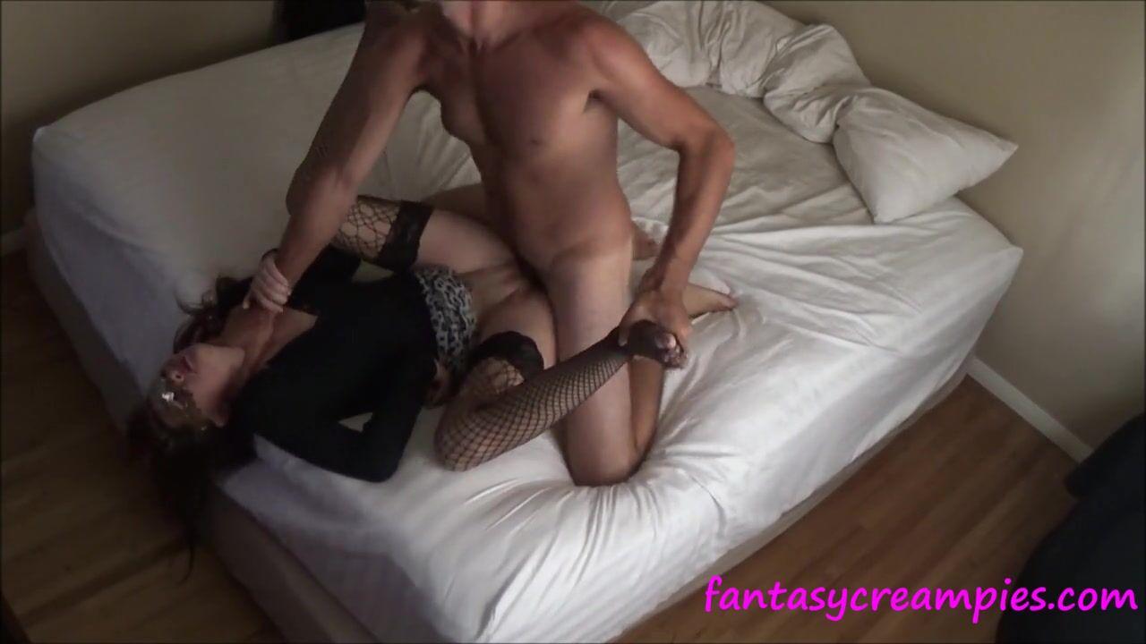 Занимаются сексом муж сженой