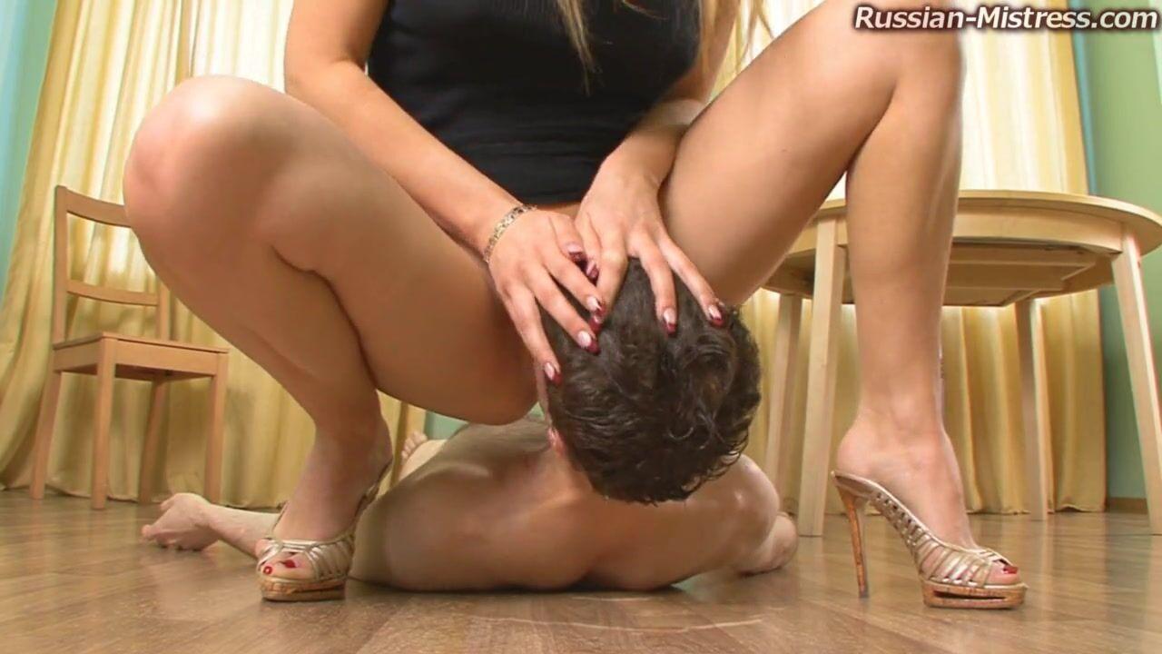 Порно видео нассать на раба