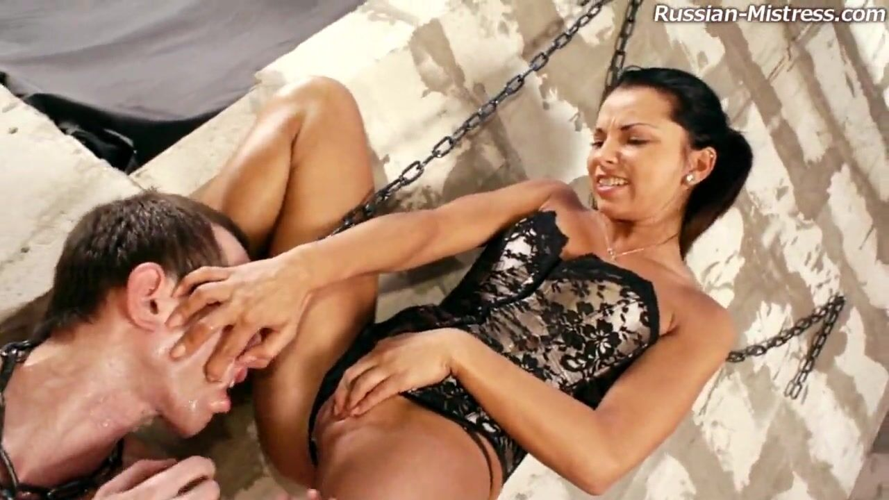 Раб лижет госпоже подмышки порно видео