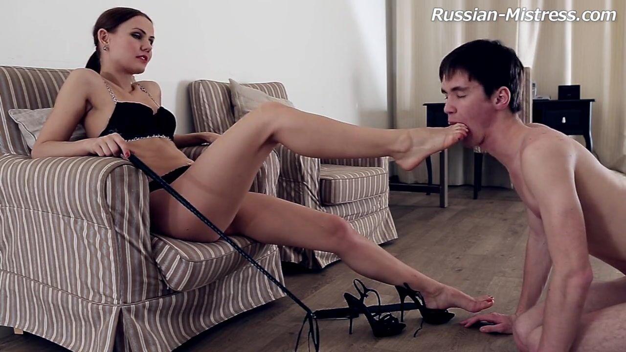госпожи фото на стуле ноги