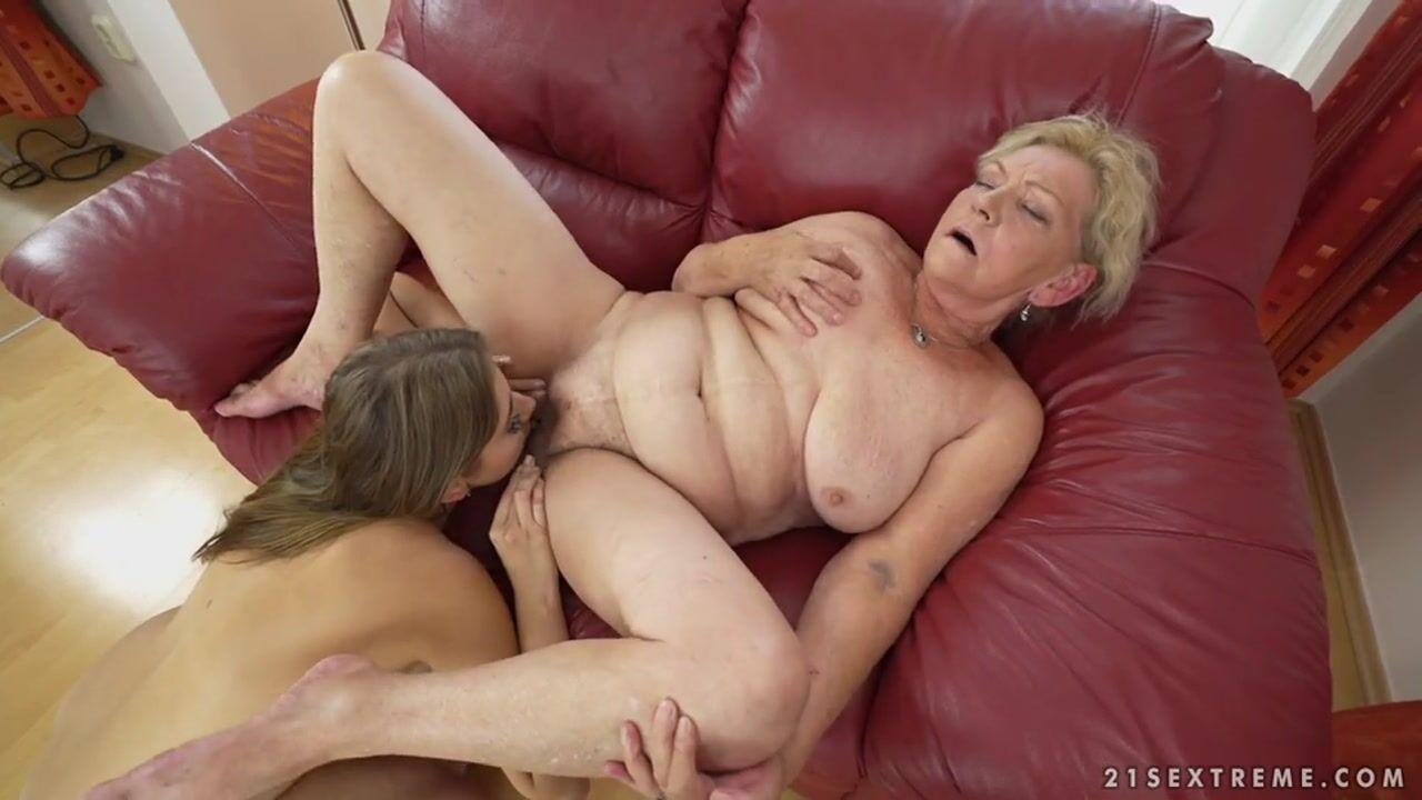 Старая и молодая лезбиянки порно видео