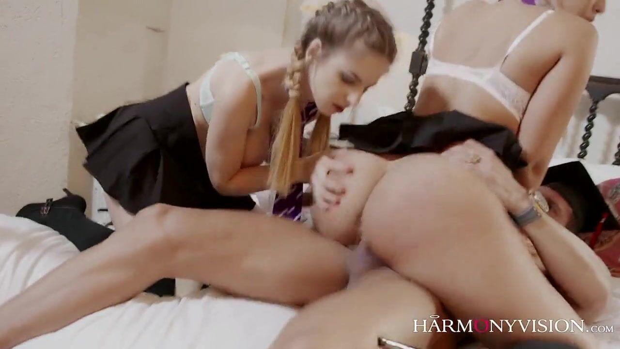Порно видео ебут студенток