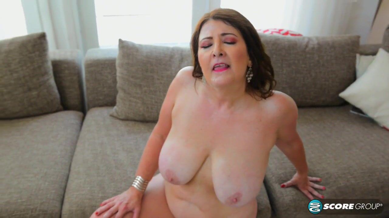 Зрелая захотела секс онлайн