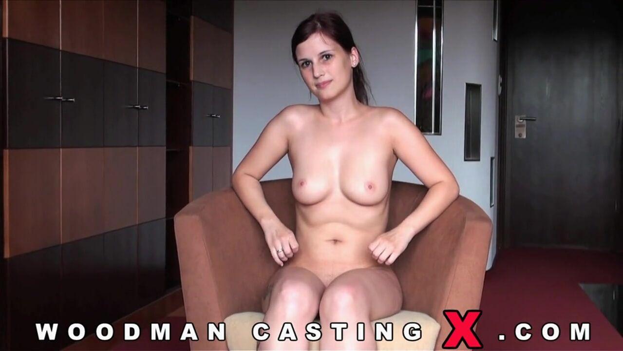 Длинноногая брюнетка секс кастинг