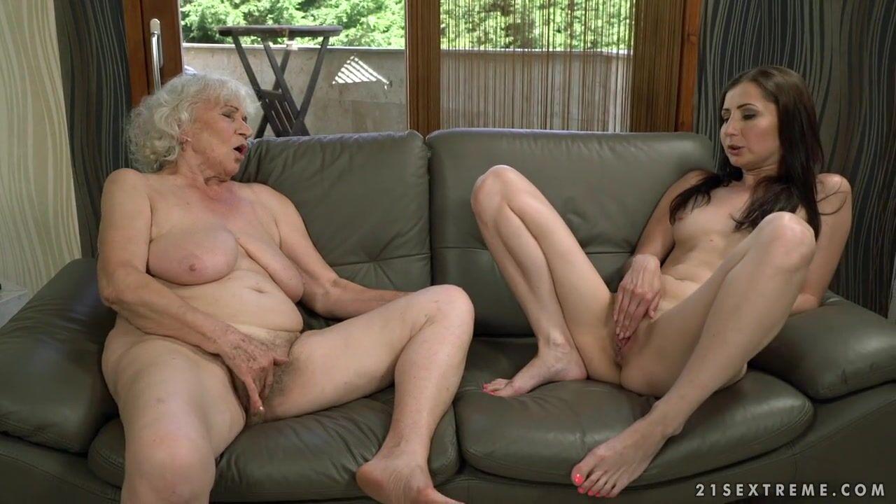 Порно лижет жопу старая 12