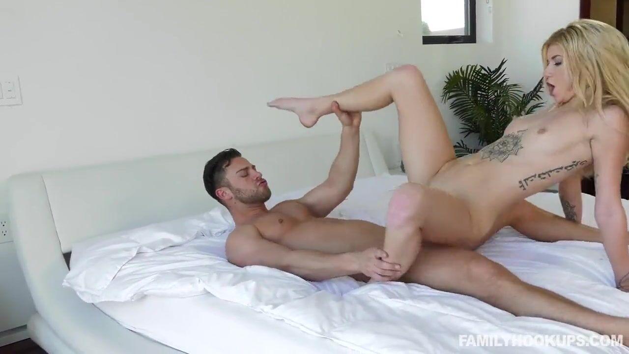 Минет от блондинки превращается в анал порно с ней и парнем.