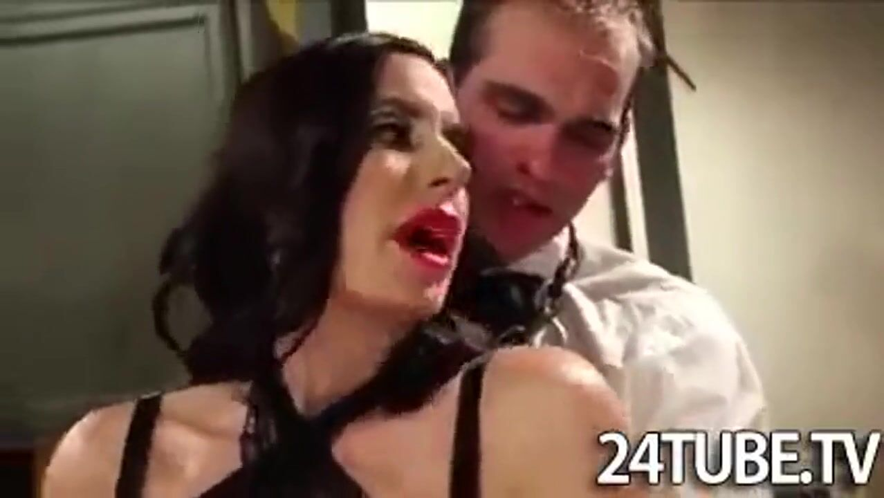 seks-bdsm-v-rot-konchayut-bolshie-polovie-gubki-porno-kunilingus