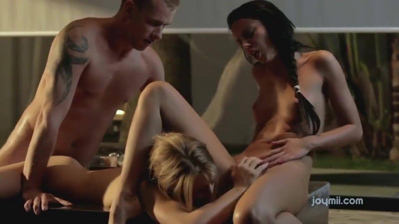 Секс ночью в ванной