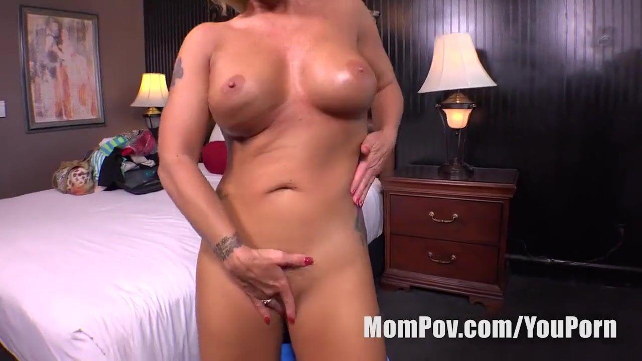 Девка решила попробовать себя в порно бизнесе