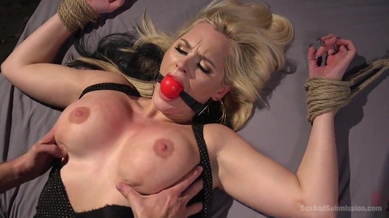 Порно видео выебали во все дыры, голая женская фигура