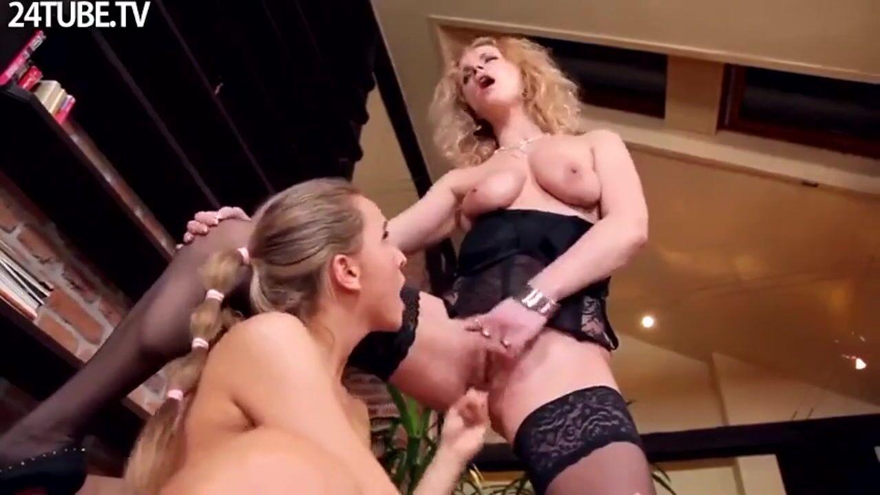 порно кудрявая горничная