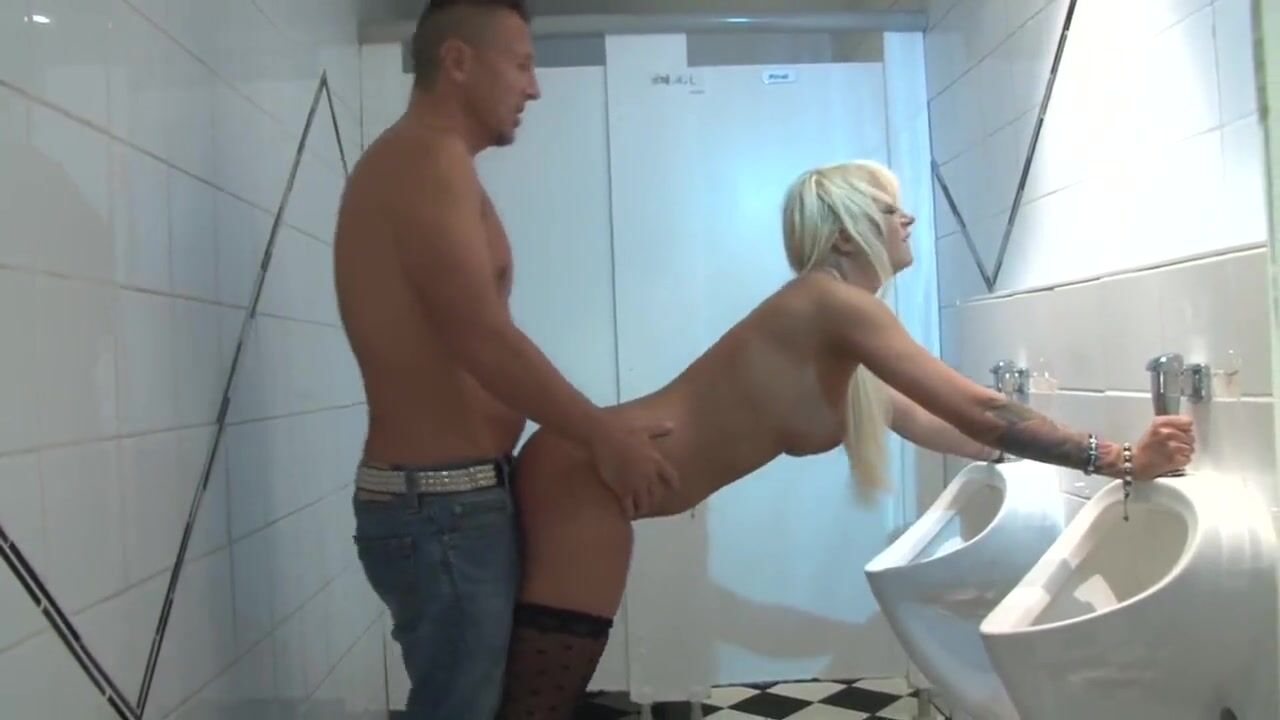 туалете клубе качественный в миньет в