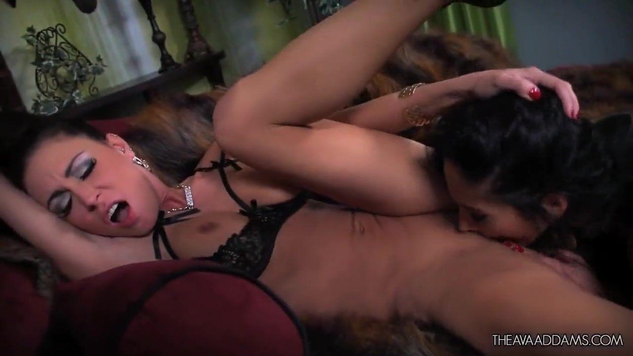 Красивое нежное порно трутся кисками