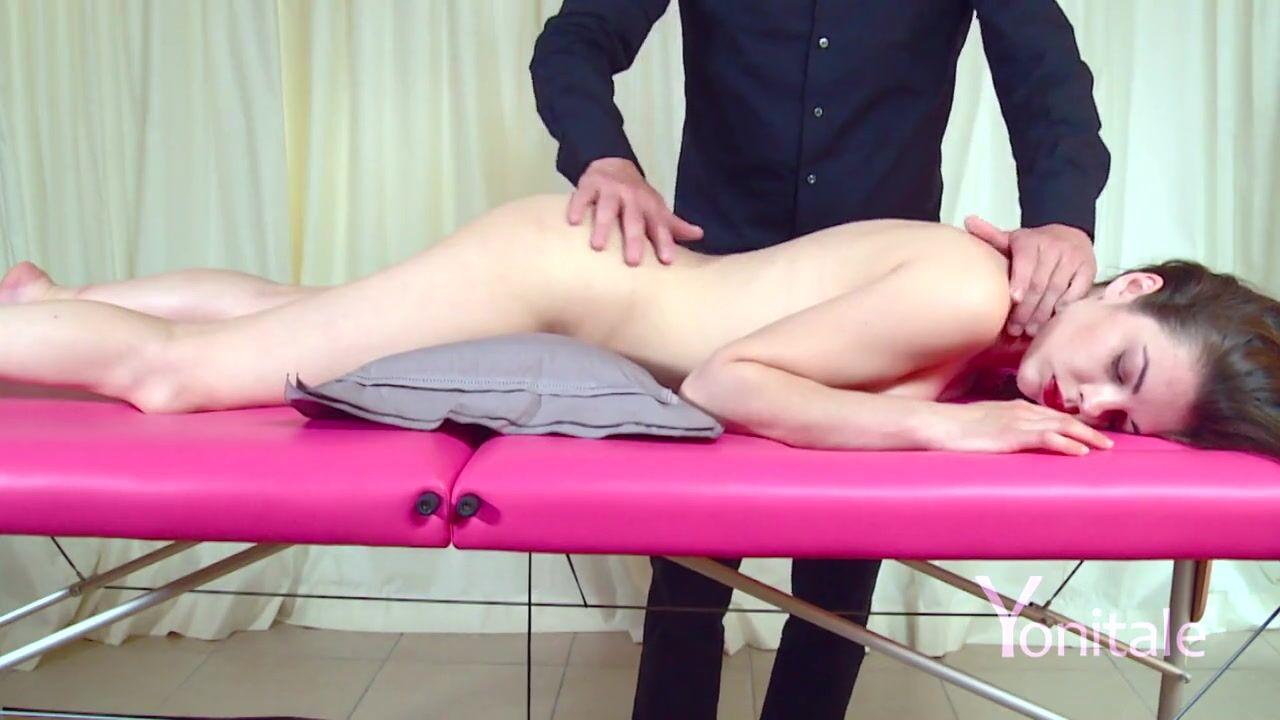 порно видео мужик под столом лежит