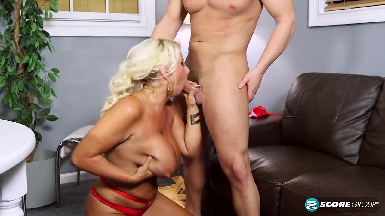 Секс молодого и 39 летней