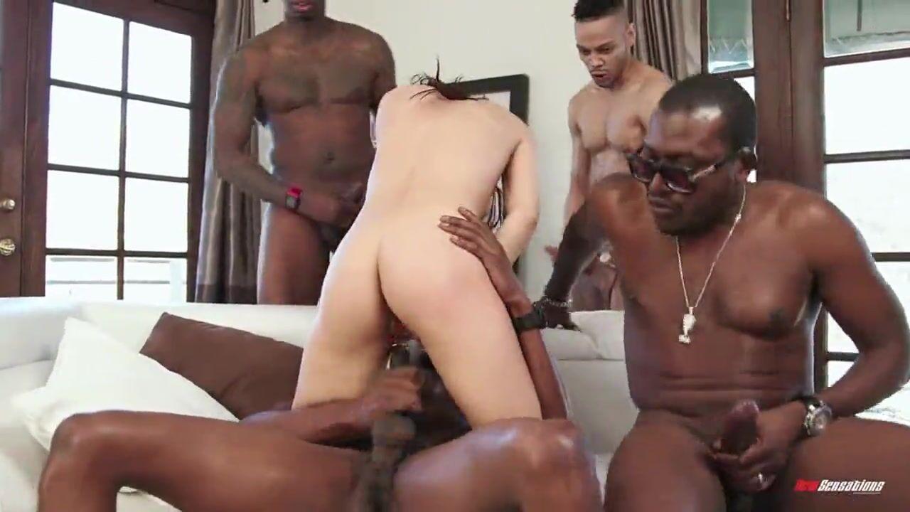 Секс негра с маленькой и худенькой