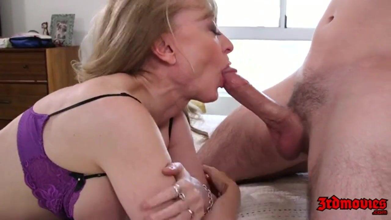 Секси зрелая телка хочет молодой член