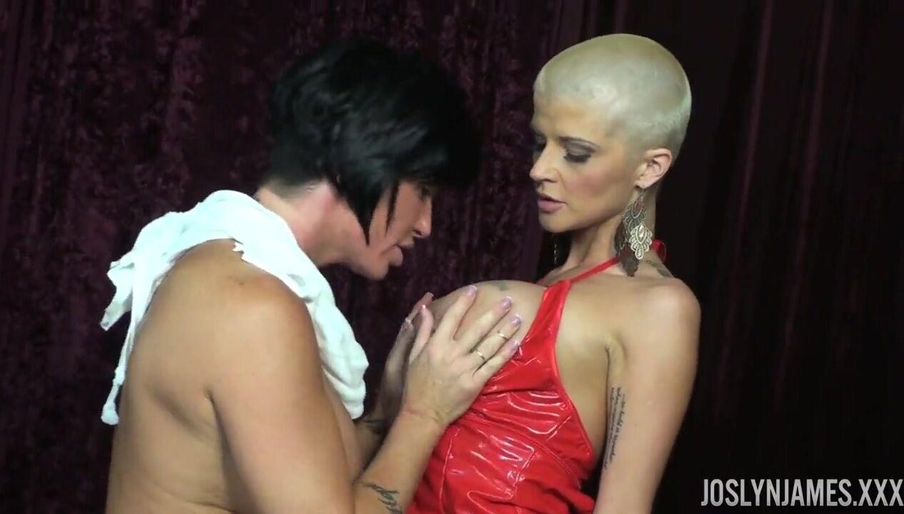 korotkaya-strizhka-blondinki-eblya-strapon-izabel-klark-porno-aktrisa-porno-foto