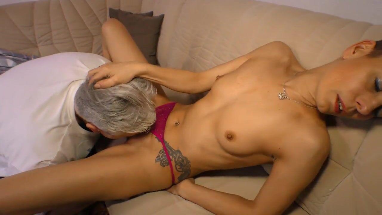 Старушка секс мужикам, частные порно фото жены во время уборки дома