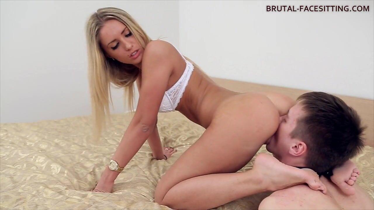 Порно видео как телка в чулках заставила парня лизать — pic 4