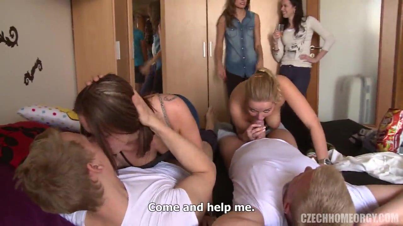 Порно ролики девушки играют в бутылочку фото 395-931